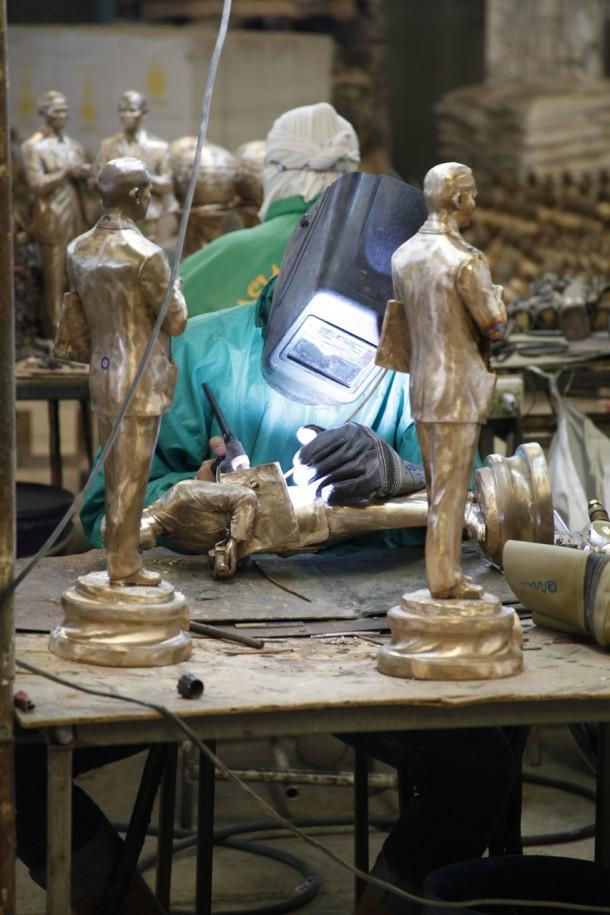 Metallobjekte Handgefertigt Abstract Zeitgenössisch Liebespaar Auf Pferd Reine Bronze Skulptur Latest Fashion